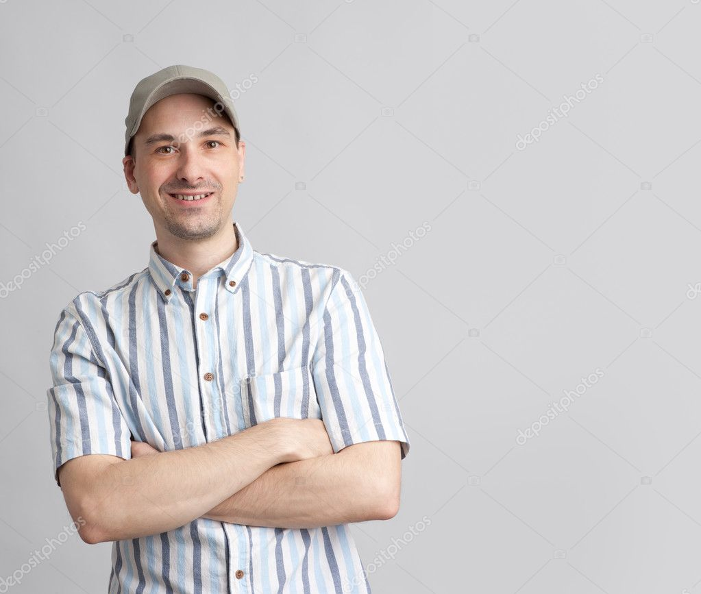 Handsome guy in baseball cap with arms folded — Stock Photo #11831518