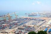 Flygfoto över barcelonas hamn, i spanien — Stockfoto