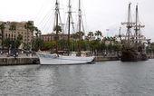 Een drie mast schip in de haven van barcelona — Stockfoto