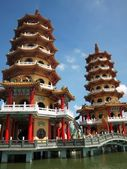 Dragon and Tiger Pagodas in Taiwan — Stockfoto