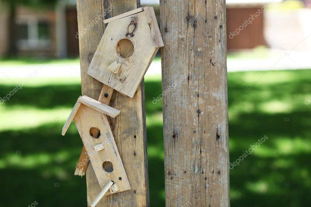 Handmade bird house (starling house) on a nature background — Stock Photo #11415685