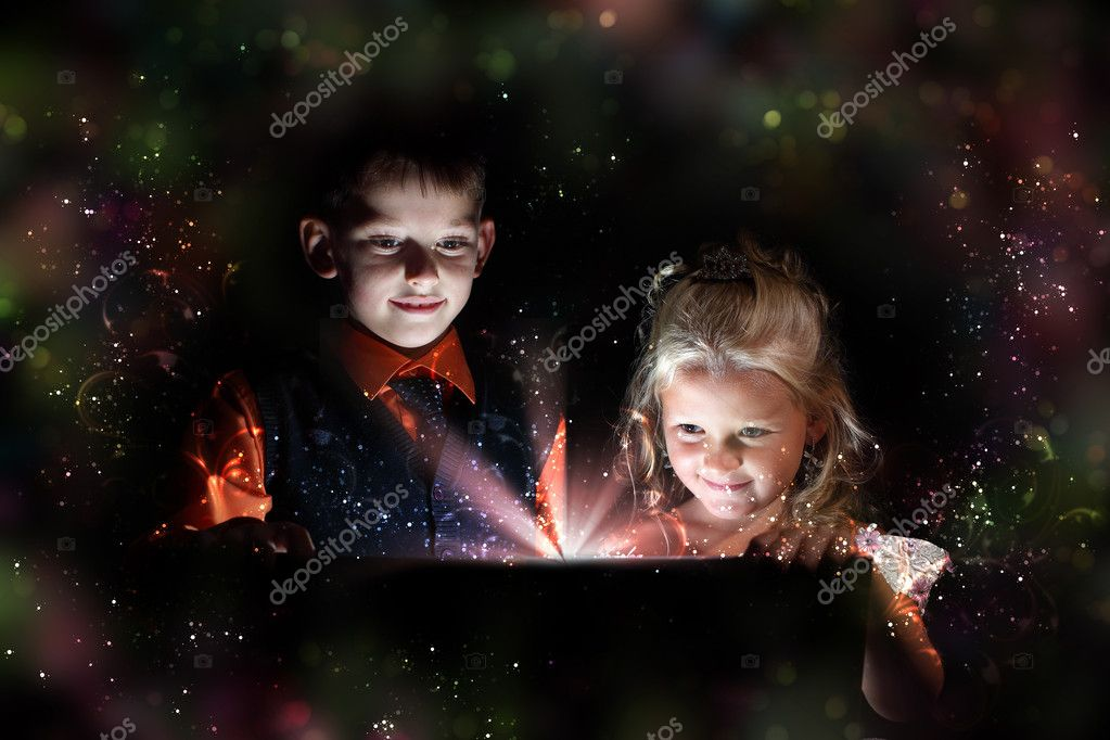 Children opening a magic gift box with lights and shining around — Stok fotoğraf #10831613