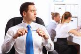 Jovens empresários trabalhando no escritório — Fotografia Stock