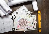 ツールとテーブルの上のペーパー — ストック写真