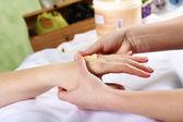 Des mains féminines et manucure associés objets — Photo