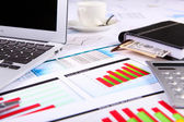 テーブルの上の金融書類 — ストック写真