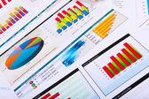 Jornais financeiros sobre a mesa — Foto Stock