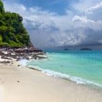 A tropical island with sandy beach — Stock Photo