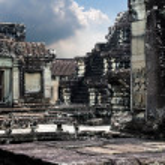Prasat Bayon. The ruins of Angkor Thom Temple in Cambodia — Stock Photo