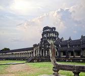 Los edificios antiguos majestuoso en angkor wat — Foto de Stock
