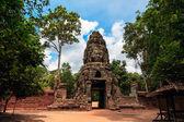 Prasat bayon. ruinerna i angkor thom templet i kambodja — Stockfoto