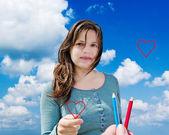 Mulher jovem com coração. — Fotografia Stock