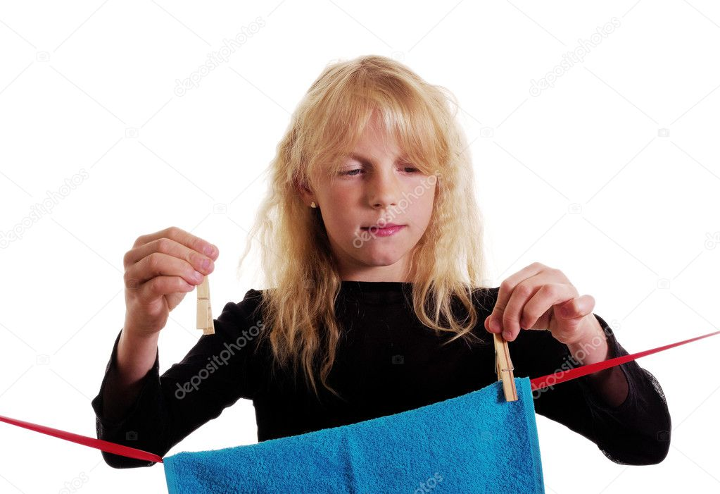Girl is putting on the cord clean towel. — Stock Photo #11131711