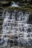 Mały wodospad. — Zdjęcie stockowe