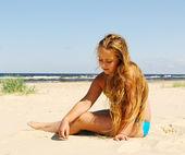Girl at the sea. — Stock Photo