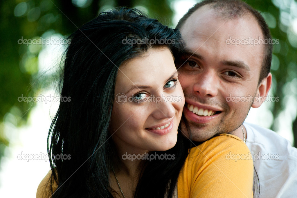 Closeup portrait of smiling young couple in love - Outdoors — Stock Photo #12172499