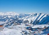 Widok na teren narciarski na lodowcu kitzsteinhorn. kaprun, austriacki — Zdjęcie stockowe