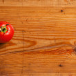 Ripe tomato on a decorative board. - Zdjęcie stockowe