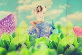 Mooie jonge vrouw op grote aardbei — Stockfoto