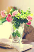 Bunch of roses in vase — Stock Photo