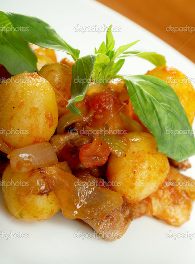 Roast of veal with potatoes.closeup — Stock Photo #11604781