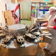 Foto Stock: Baker is making Karlovarske oplatky (Czech national waffles)