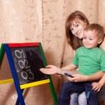 Mother teaches child — Stock Photo
