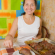 Woman with cooked baked beef — Stock Photo