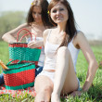Women relaxing outdoor — Stock Photo
