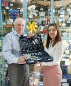 Mature man buys automotive tool set — Stockfoto