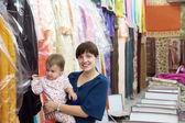 Woman and child chooses clothes — Stock Photo
