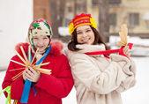 Happy girls plays during Shrovetide — Foto de Stock