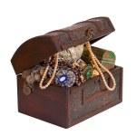 Treasure trunk with jewellery — Stock Photo