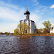 Church of  Intercession on River Nerl in flood - Zdjęcie stockowe