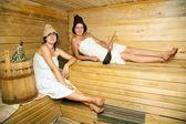 Mladé holky v sauně — Stock fotografie