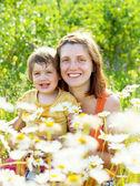 幸せな母の娘と一緒に — ストック写真