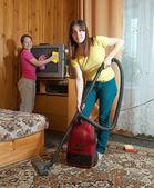 Women cleaning in living room — Stok fotoğraf