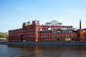 Krasny Oktyabr factory from Moskva River side — Stock Photo