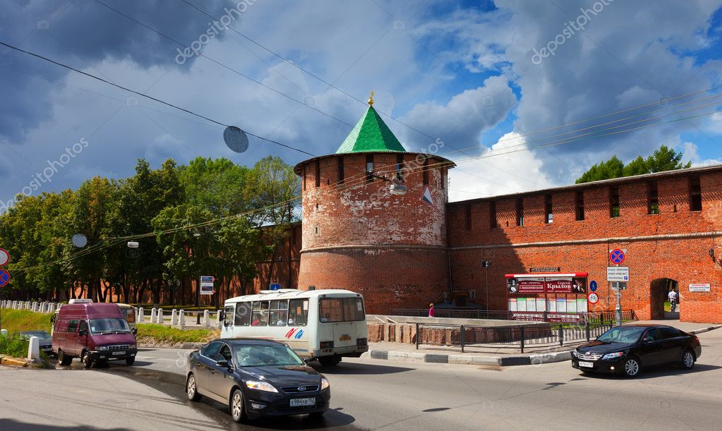 NIZHNY NOVGOROD, RUSSIA - JULY 19: View on Kremlin of XVI century in July 19, 2012 in Nizhny Novgorod, Russia. City was founded in 1221, now is fifth largest city in Russia - population of 1,250,615 — Stock Photo #12504422