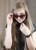Glamour portrét dlouhými vlasy Girl — Stock fotografie