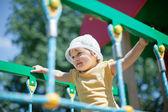 Niño de dos años en el área de juegos — Foto de Stock