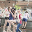 The girls at the fountain — Stock Photo