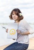 The girl draws on nature — Stock Photo