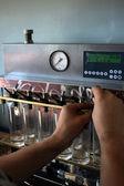 Czyszczenie rozpylacze wtryskiwaczy — Zdjęcie stockowe