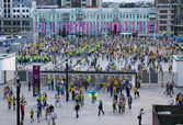 Soccer fans go to the Olympic stadium — Stok fotoğraf