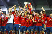 Spain national football team celebrates their winning of the UEF — Stock Photo