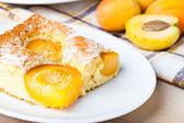 Apricot sponge cake — Stock Photo
