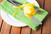 Serving in yellow and green — Stock Photo