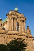 Varsovia, Polonia - iglesia Carmelita en el famoso krakowskie przedmies — Foto de Stock