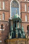 St. Mary s Basilica (Mariacki Church) - famous brick gothic church in Cracow (Krakow), Poland — Stock Photo